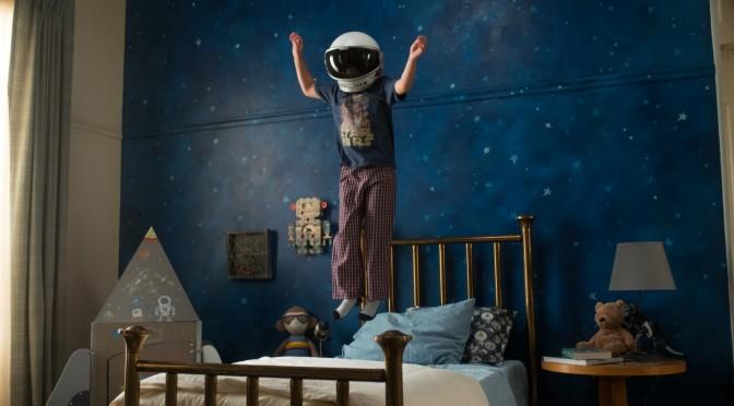 Auggie (Jacob Tremblay) liebt seinen Astronautenhelm